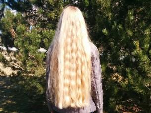 Hoolika juuksehoolduse tulemus (naturaalne juuksevärv).