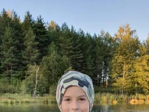 Pildil on üks väsimatu kalamees Ott, oma püütud ahvenaga. Püüdis selle Lõuna-Eesti imeilusast järvekesest kummilandiga. Ott armastab kalapüüki ülekõige maailmas, kui saaks veedaks ta kogu oma aja järvel või jõel kala püüdes.