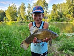 Kala püüdis 6.aastane Kasper Adusoo. Tegemist linaskiga, kaal 800gr, saadud Suurelt Emajõelt. Püütud käsiõnge ja ussiga.