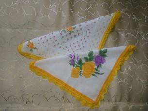 Heegeldatud äärepitsiga taskurätikud