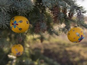 Tikitud jõulukuulid