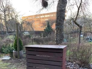 KOMPSTER. Taaskasutusmaterjalidest ehitatud kompostikast.