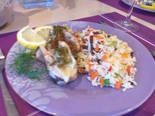 Рис с овощами ;) обжаренными на сковороде ,;) Лосось запечённый в духовке ;) с лимончиком и зеленью :)